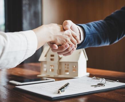 image-haende-schuetteln-immobilie-schutz-kredit